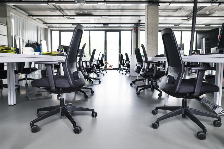 the-interior-of-big-empty-modern-office-after-work-PGYCKPE