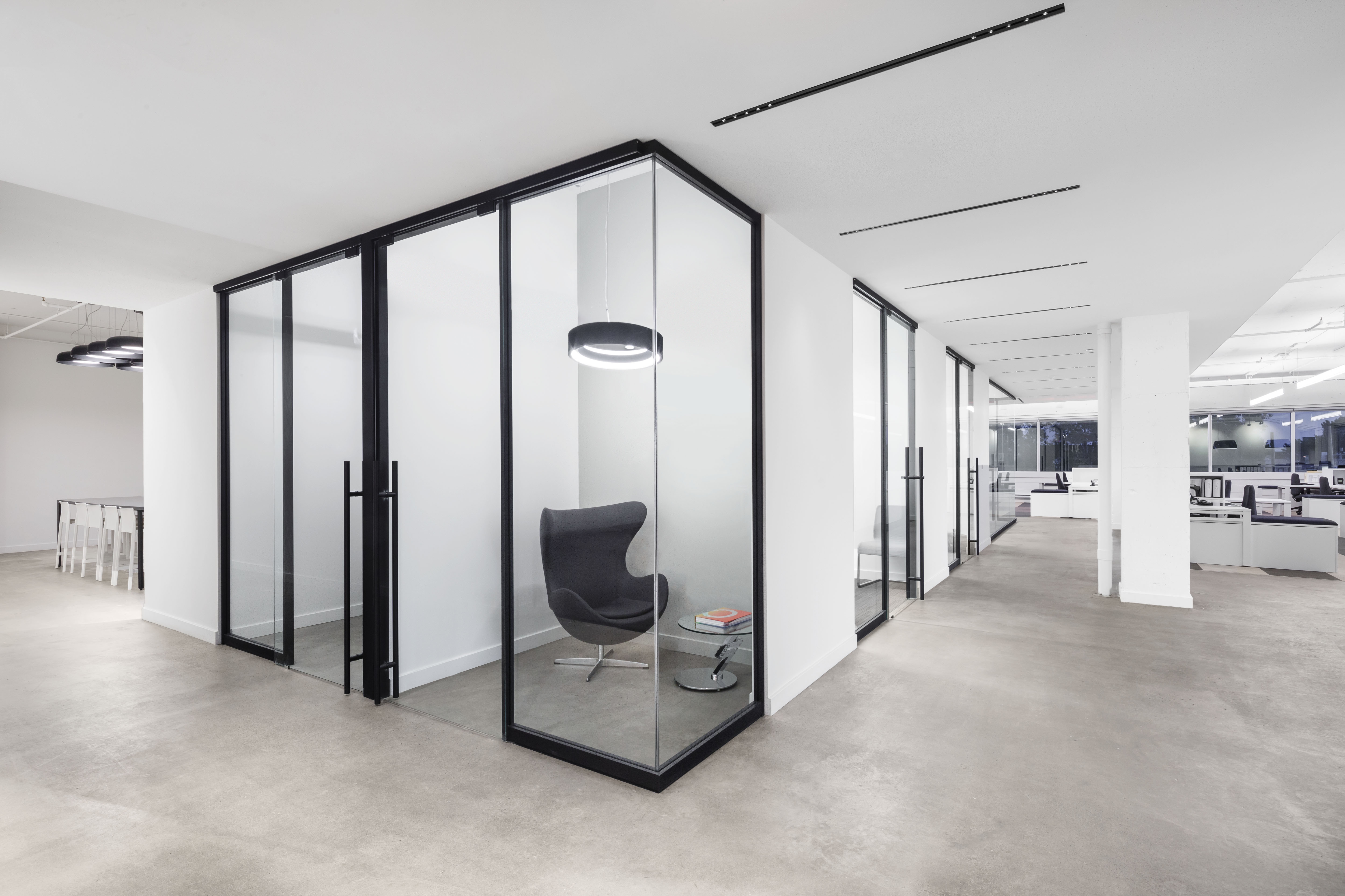 An office layout with breakout rooms created with demountable interior glass walls